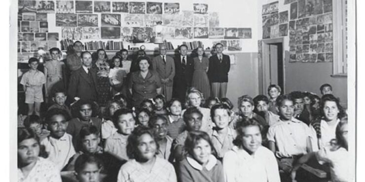 Carrolup classroom late 1949, image courtesy of the Noelene White Collection.