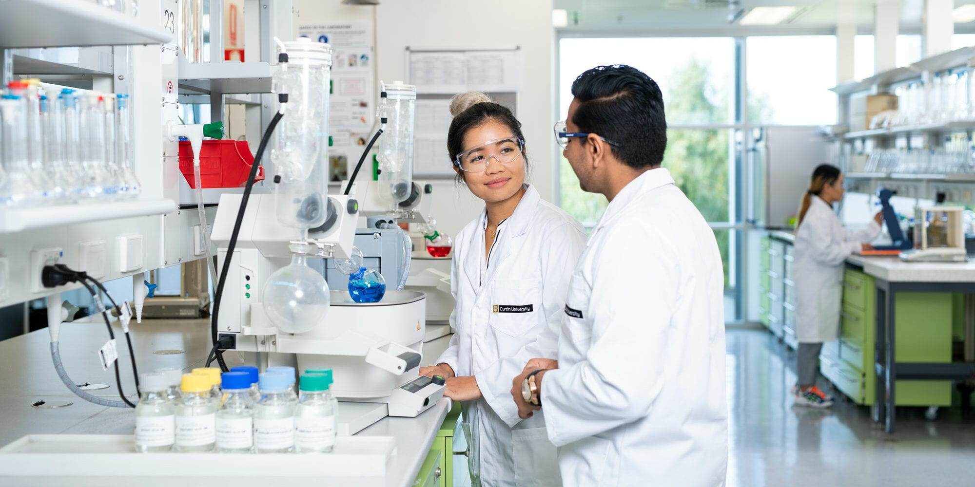 Two chemistry students in a lab